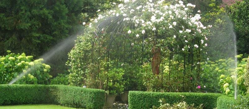 Beregening van uw tuin en gazon, paardenbak of sportveld. Plus vakkundig geboorde beregeningsput.